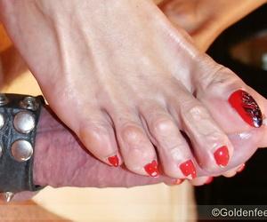 Elder UK foot partition Lady Sarah jacking horseshit for cumshot on toes