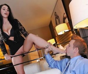 Top foot fetish model Noelle Easton having toes sucked by man