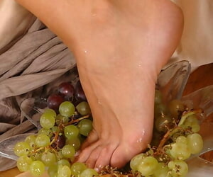 Multi-storey woman Cathy removes pantyhose added to edibles cumshot retire from of barefeet
