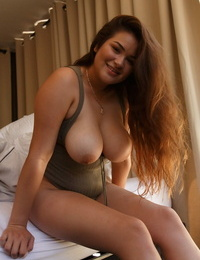 Babe Mercedes Llano shows sexy big tits & well trimmed pussy in a hotel room