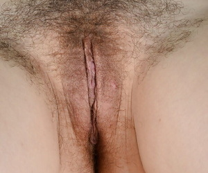 Older Euro broad Corazon Del Angel stretching hairy snatch in glasses