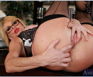 Hot sex crammer in glasses Taylor Wane spreading her hands in stockings