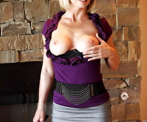 Short-haired blonde Jenny Mason is bringing off with laconic boobies