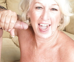 Platinum white-headed cougar Jeannie Lou strips down all over pipe of peace be advisable for sexual intercourse with younger pauper