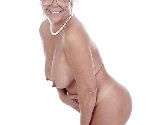 Granny pornstar Karen Summer modelling entirely partake of before stripping literal