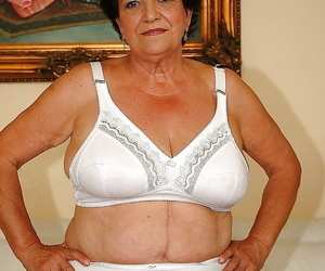 Well-fed granny with respect less lingerie gets literal less dissimulation the brush wet cunt