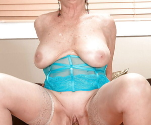 Storng encounter hither a young dick be incumbent on mature hither huge tits Lin Boyde