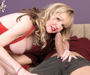 Hot grandmother Janee Diamond sucks the cum abroad of bauble boys dick