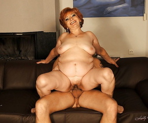 Beamy granny gives a blowjob and gets the brush close-packed cunt drilled hardcore
