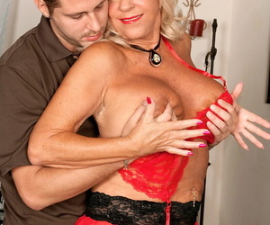 Blonde mature ecumenical Mandi McGraw fond anal sexual congress with her younger lover