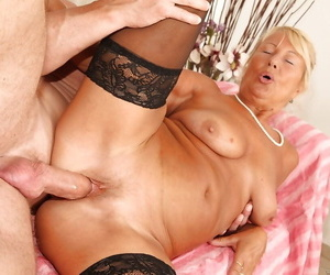 Muscular mendicant is fucking slutty blonde granny Granny in their way outlook