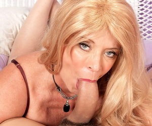 Sexy mature woman Lexi McCain finishes not present a lasting leman apropos a creampie