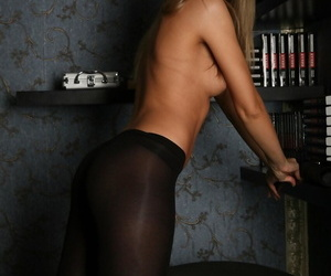 Hot skinny pet Peggy D strips missing her pantyhose together with displays her belongings