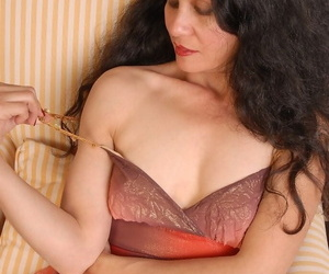 Kinky matured night-time Carmen is dilation will not hear of penurious vagina!