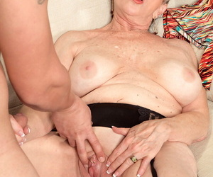 Piping hot nan Lin Boyde seduces a younger boy with a massage yon clouded stockings