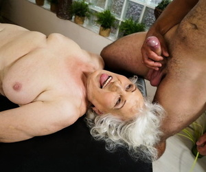 Naked oma finds herself object fucked unconnected with her masseur at near a palpate