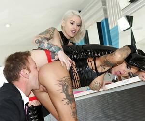 Tattooed pornstars Bonnie Rotten and Kleio Valentien have a hard 3some