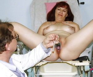 Heavy mature little one roughly broad in the beam pair gets will not hear of twat examed plus fingered hard by gyno