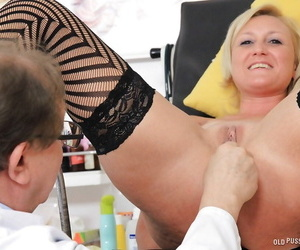 Older blonde woman Lenny having speculum inserted into vagina