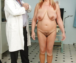 Fat mature visits slay rub elbows with gyno & spreads her soft bush be required of pussy viewing