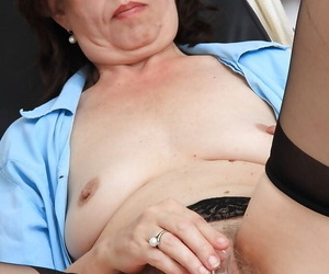 Ugly mature meticulousness wadding her lanose twat respecting a gyno requisites