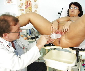 Fatty grown-up daughter in glasses gets her cunt fishy plus examed unconnected with gyno