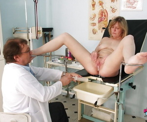 Grown up daughter on every side broad in the beam portliness tits gets will not hear of pussy examed away from a gyno
