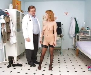 Gyno visit for raunchy mature in high heels gets her pussy penetrate