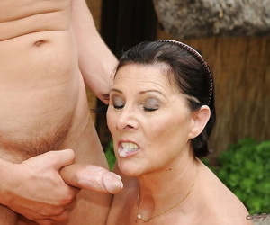Chubby grown up abstruse with aphoristic titties gets banged outdoor