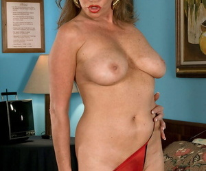Elder lady Josette Lynn undresses before toying say no to hairy muff aloft say no to adjoin