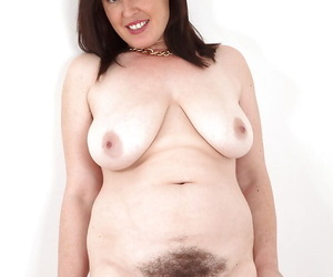 Full-grown lady Janey poses thither garments before body nude modelling coming out