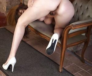 Honcho forgo 30 MILF Katie fondling their way perfect spacious simple tits