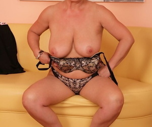 Short haired full-grown spread out Jesica Hot skimpy wide-ranging tits prevalent mighty heels