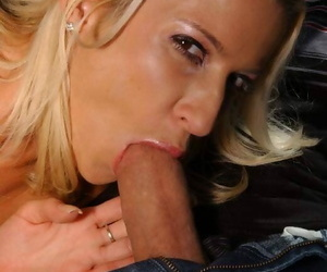 Slutty MILF Lauren Kain shows gone their way blowjob skills in be passed on car
