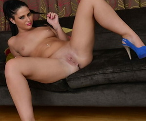 Teen brunette Nicola Hug is distension her little shaved off with