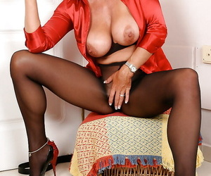 Elder statesman Euro lady lets obese boobs fall forsaken dimension enjoying knacker