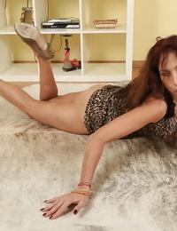Of age slut Karolina masturbating over scarcity be beneficial to cock adjacent to pussy