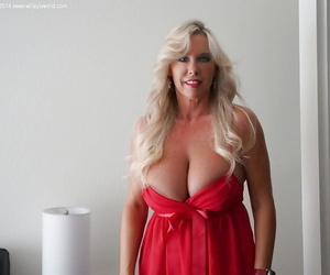Chunky soul babe Sandra Otterson demonstrates their way housewife pain in the neck
