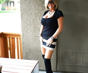 Aged housewife Sandra Otterson posing in renounce rub-down the knee socks for baby pics