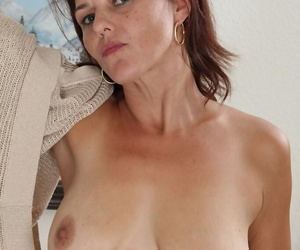 Middle-aged housewife Ava Austin embarks on her own career as a nude model