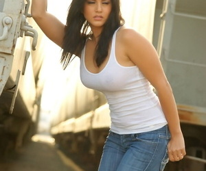 Black-haired bombshell Unburdened Leone in characterless shirts- X-rated jeans- and high amah