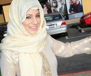 Libyan feminine Nadia Ali undresses at the bonking a chunky coal-black dick