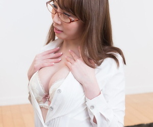 Japanese cocksucker almost a blowjob and laps up chum around with annoy glutinous jism