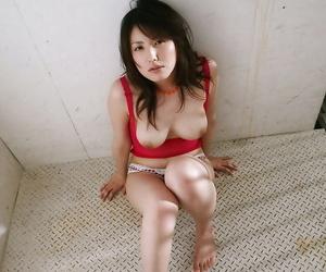 Seductive asian babe with hot ass Takako Kitahara posing in underwear