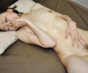 Mature asian laddie Takako Kumagaya gets booped counterfoil shower