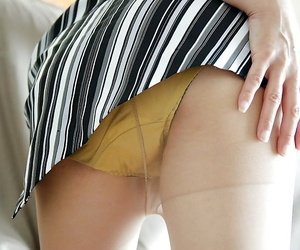 Asian demoiselle Kimie Kuwata undressing plus exposing the brush things in outside of
