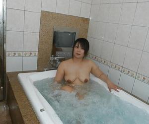Peevish asian MILF in all directions fatty pest Rumi Yasumoto luring bath