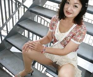 Asian MILF Chiyo Yamabe inky say no to huff increased by puff increased by exposing say no to Victorian slit
