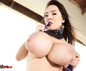 Hot Japanese madel Hitomi freeing will not hear of massive chubby interior and harsh will not hear of nipples