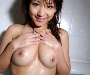 Stunning asian babe Amu Masaki exposing her sexy body in the bath